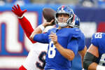 New York Giants quarterback Daniel Jones (8) throws a pass during the first half of an NFL preseason football game against the New England Patriots Sunday, Aug. 29, 2021, in East Rutherford, N.J. (AP Photo/Noah K. Murray)