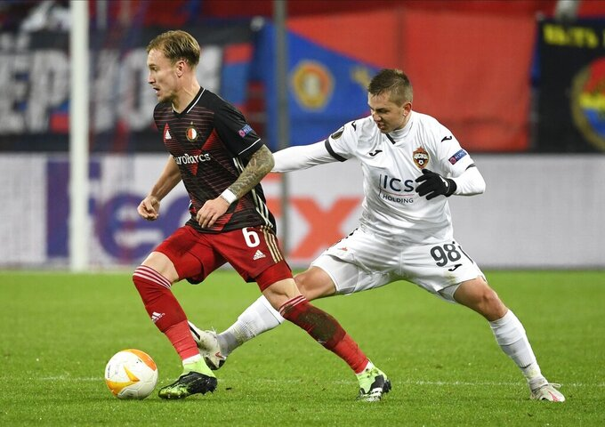 Feyenoord's Mark Diemers, left, and CSKA's Ivan Oblyakov challenge for the ball during the Europa League Group K soccer match between CSKA Moscow and Feyenoord at CSKA Arena in Moscow, Russia, Thursday, Nov. 26, 2020. (AP Photo/Alexander Nemenov, Pool)