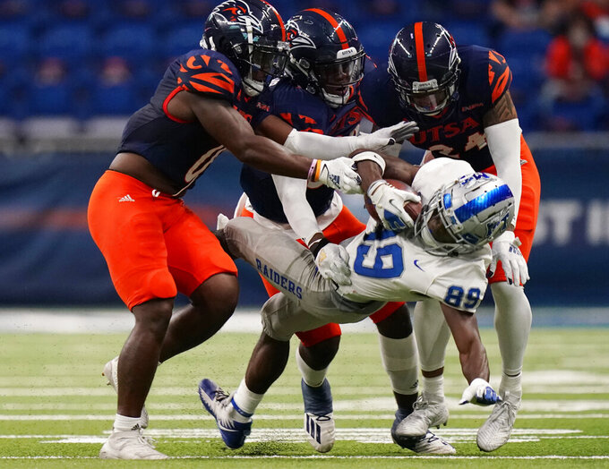 Middle Tennessee wide receiver Yusuf Ali (89) is stopped by UTSA defenders after a catch during the first half of an NCAA college football game, Friday, Sept. 25, 2020, in San Antonio. (AP Photo/Eric Gay)