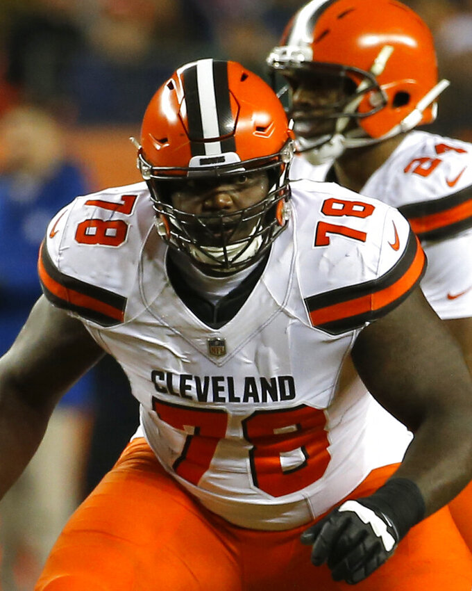 Browns re-sign LT Greg Robinson after strong season