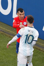 Argentina's Lionel Messi (10) confronts Chile's Gary Medel during the Copa America third-place soccer match at the Arena Corinthians in Sao Paulo, Brazil, Saturday, July 6, 2019. (AP Photo/Nelson Antoine)