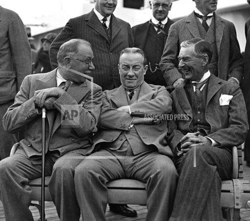 England Chamberlain and Baldwin
