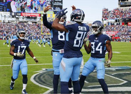 Patriots Titans Football