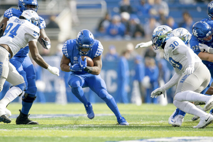 Kentucky running back Benny Snell Jr. (26) runs with the ball during the first half of an NCAA college football game against Middle Tennessee in Lexington, Ky., Saturday, Nov. 17, 2018. (AP Photo/Bryan Woolston)