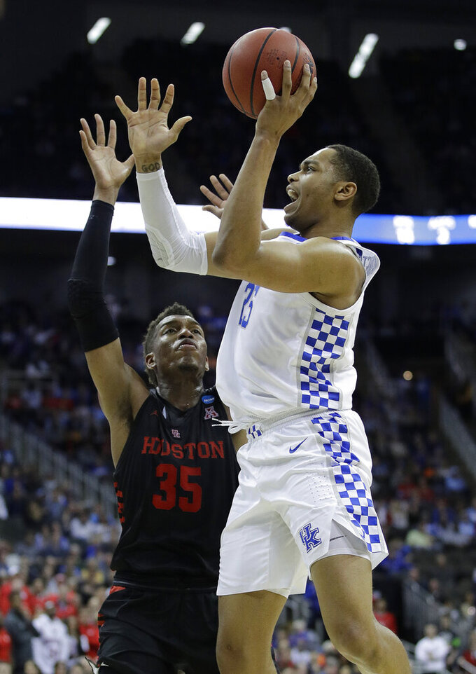 Kentucky's PJ Washington, right, shoots over Houston's Fabian White Jr. during the second half of a men's NCAA tournament college basketball Midwest Regional semifinal game Friday, March 29, 2019, in Kansas City, Mo. (AP Photo/Charlie Riedel)