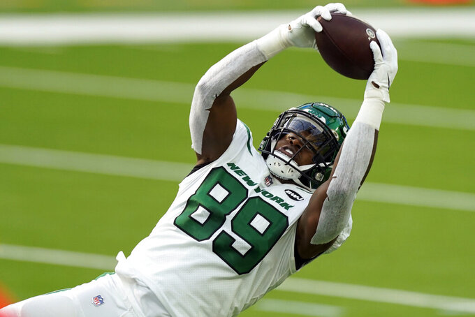 New York Jets tight end Chris Herndon (89) makes a catch against the Los Angeles Chargers during the first half of an NFL football game Sunday, Nov. 22, 2020, in Inglewood, Calif. (AP Photo/Jae C. Hong)