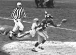 FILE - In this November 1961 file photo, New York Giants' Del Shofner (85) is unable to catch a pass from Y.A. Tittle as Pittsburgh Steelers' Brady Keys (26) defends during an NFL football game in New York. Shofner, the wide receiver who combined with Hall of Fame quarterback Tittle to give the Giants one of the NFL's most prolific passing threats in the early 1960s, has died. He was 85. Shofner's daughter, Laurie Shofner Corwin, confirmed the death Thursday, March 12, 2020, in a telephone call to The Associated Press. A family statement said the five-time Pro Bowl receiver died in Los Angeles on Wednesday of natural causes with his family by his side. (AP Photo, File)