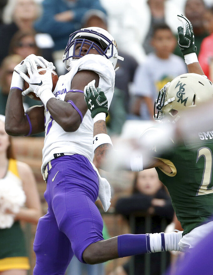 James Madison's Kyndel Dean, left, hauls in a touchdown pass against William & Mary's Latrelle Smith during the second half of an NCAA college football game in Williamsburg, Va., on Saturday, Oct. 19, 2019.  (Daniel Sangjib Min/Richmond Times-Dispatch via AP)