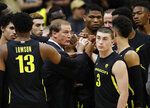 Oregon hed coach Dana Altman, center, confers with his players in the first half of an NCAA college basketball game against Colorado Thursday, Jan. 2, 2020, in Boulder, Colo. (AP Photo/David Zalubowski)