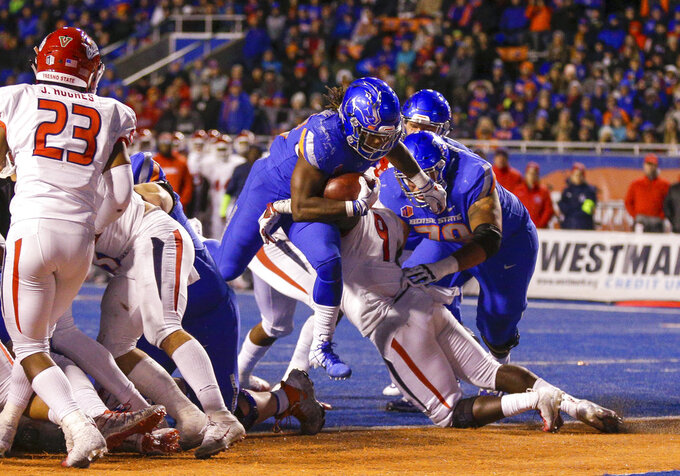 Boise State running back Alexander Mattison center breaks through the Fresno State defense for the game tying touchdown in an NCAA college football game, Friday, Nov. 9, 2018, in Boise, Idaho.Boise State won 24-17 over Fresno State (AP Photo/Steve Conner)