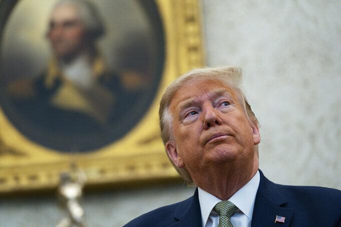 El presidente Donald Trump habla durante una reunión con el primer ministro irlandés Leo Varadkar en la Oficina Oval de la Casa Blanca, el jueves 12 de marzo de 2020. (AP Foto/Evan Vucci)