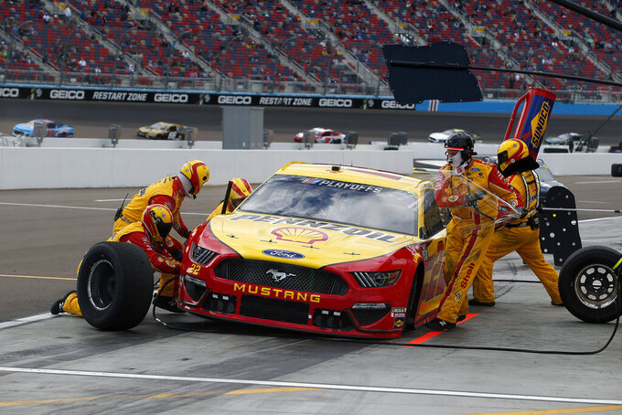Joey Logano (22) makes a pit stop for tires and fuel during the NASCAR Cup Series auto race at Phoenix Raceway, Sunday, Nov. 8, 2020, in Avondale, Ariz. (AP Photo/Ralph Freso)