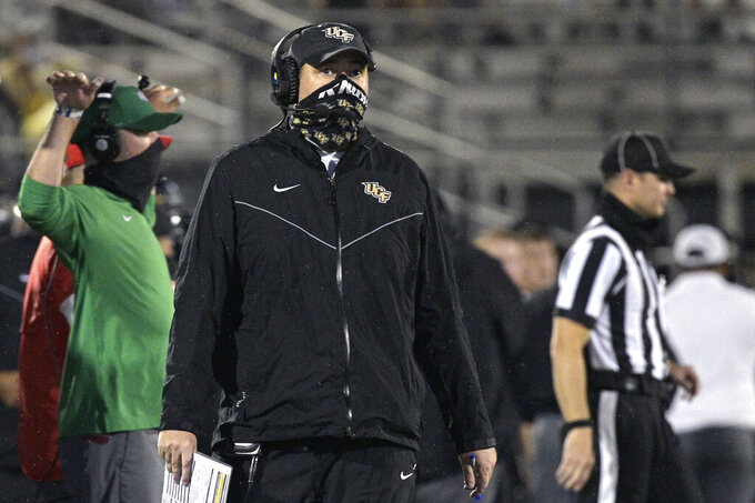 Central Florida coach Josh Heupel, center, watches from the sideline during the second half of the team's NCAA college football game against Tulsa, Saturday, Oct. 3, 2020, in Orlando, Fla. (AP Photo/Phelan M. Ebenhack)