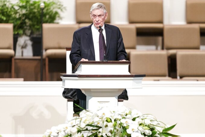 "Former MLB Commissioner Bud Selig speaks during the funeral services for Henry ""Hank"" Aaron, longtime Atlanta Braves player and Hall of Famer, on Wednesday, Jan. 27, 2021 at Friendship Baptist Church in Atlanta. (Kevin D. Liles/Atlanta Braves via AP, Pool)"