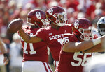 Oklahoma quarterback Kyler Murray (1) throws between offensive linemen Bobby Evans (71) and Creed Humphrey (56) in the first half of an NCAA college football game against Kansas State in Norman, Okla., Saturday, Oct. 27, 2018. (AP Photo/Sue Ogrocki)