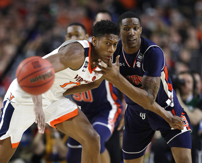 Virginia guard De'Andre Hunter, left, fights for a loose ball with Auburn forward Horace Spencer, right, during the first half in the semifinals of the Final Four NCAA college basketball tournament, Saturday, April 6, 2019, in Minneapolis. (AP Photo/David J. Phillip)