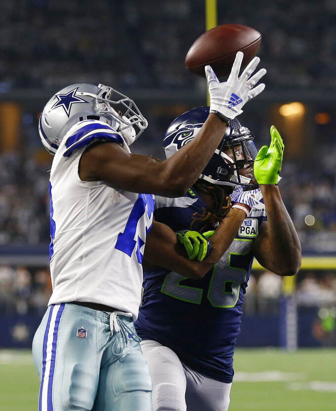 Dallas Cowboys running back Ezekiel Elliott (21) makes a touchdown catch against Seattle Seahawks cornerback Shaquill Griffin (26) during the first half of the NFC wild-card NFL football game in Arlington, Texas, Saturday, Jan. 5, 2019. (AP Photo/Ron Jenkins)