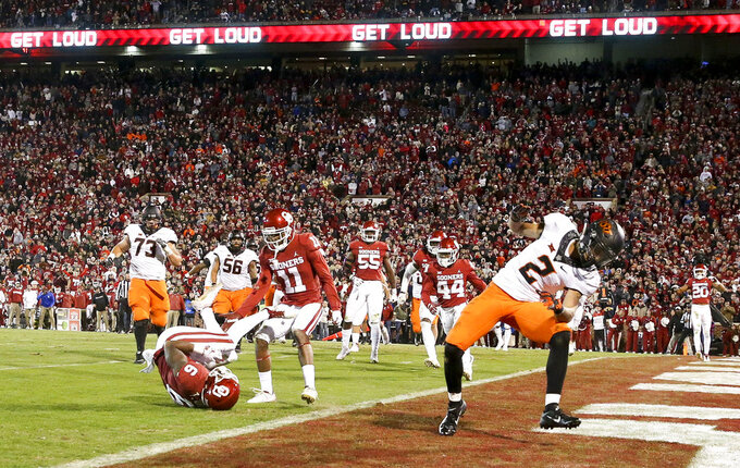 Oklahoma cornerback Tre Brown (6) knocks away a potential go-ahead 2-point conversion intended for Oklahoma State wide receiver Tylan Wallace (2) during an NCAA college football game Saturday, Nov. 10, 2018, in Norman, Okla. (Ian Maule/Tulsa World via AP)