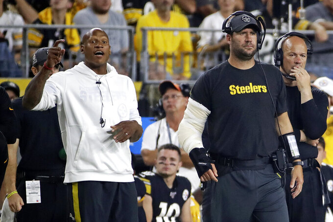 Injured Pittsburgh Steelers quarterback Ben Roethlisberger, second from right, and Ryan Shazier, left, stand on the sideline during the first half of an NFL football game against the Cincinnati Bengals in Pittsburgh, Monday, Sept. 30, 2019. (AP Photo/Don Wright)