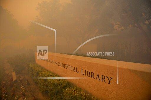 CORRECTION APTOPIX California Wildfires Blackout