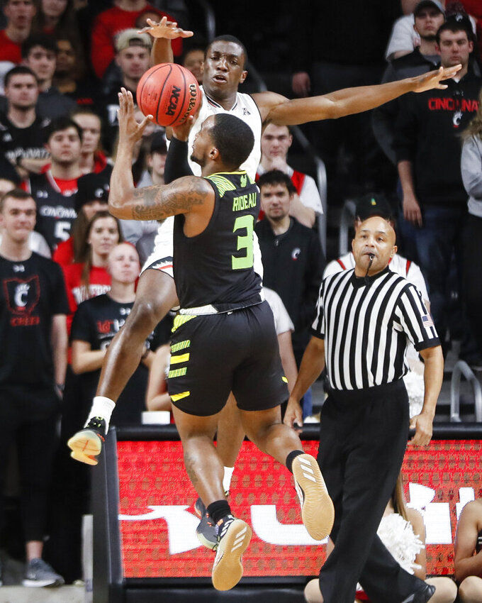 South Florida's LaQuincy Rideau (3) shoots against Cincinnati's Keith Williams, above, in the first half of an NCAA college basketball game, Tuesday, Jan. 15, 2019, in Cincinnati. (AP Photo/John Minchillo)