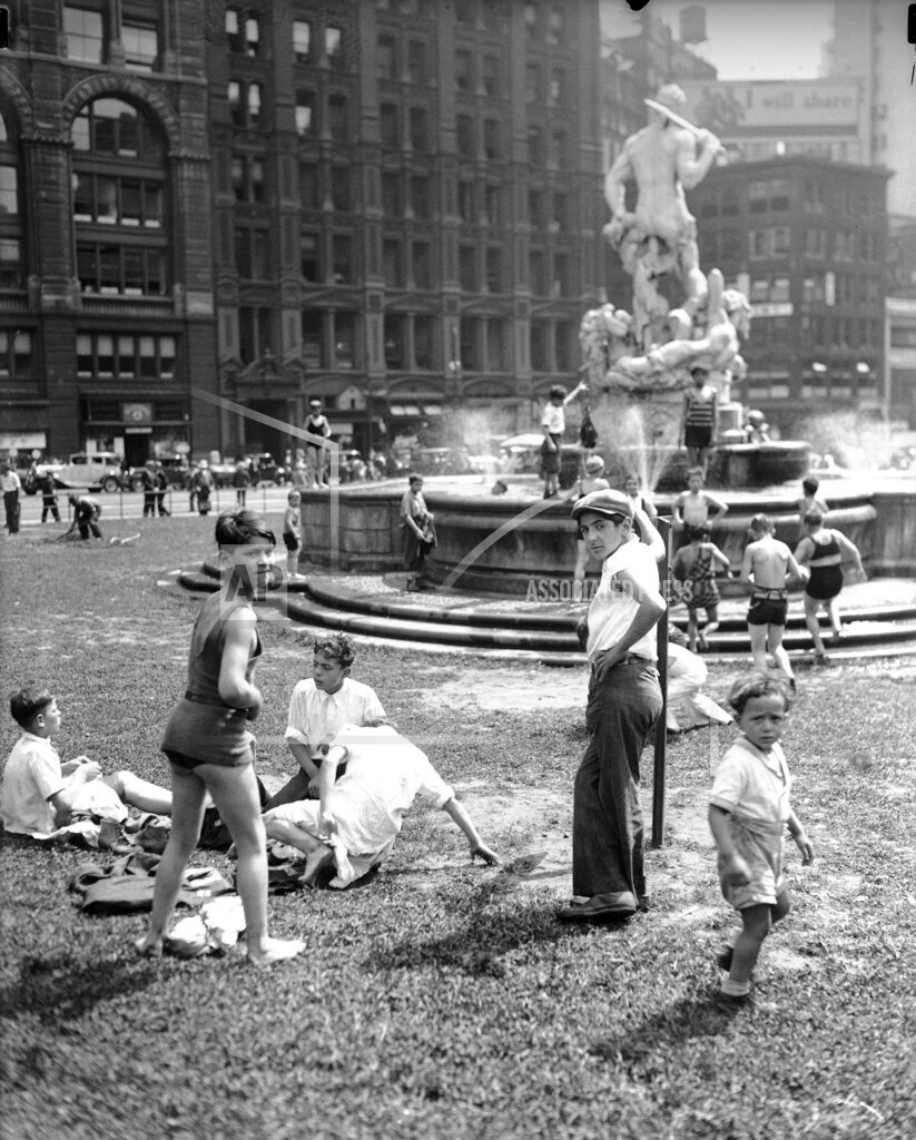 Watchf AP A  NY USA APHS291529 New York City Hall 1932