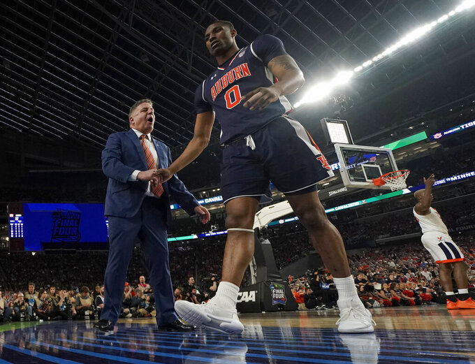 Auburn head coach Bruce Pearl shakes hands with Horace Spencer (0) during the second half in the semifinals of the Final Four NCAA college basketball tournament against Virginia, Saturday, April 6, 2019, in Minneapolis. (AP Photo/Jeff Roberson)