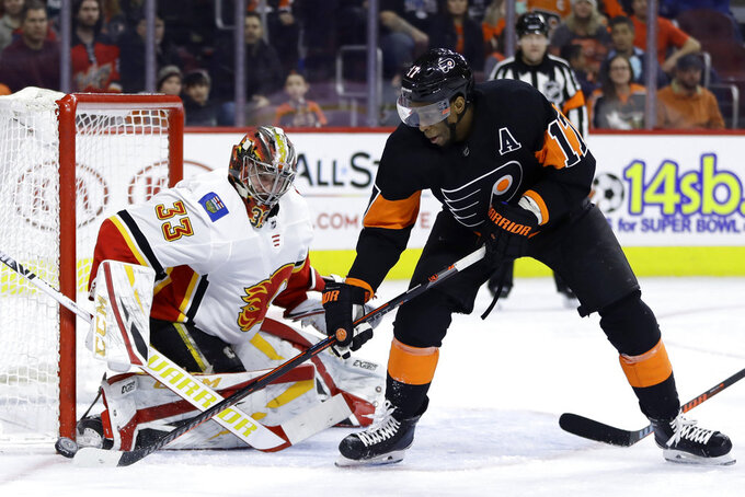 Philadelphia Flyers' Wayne Simmonds (17) tries to score a goal against Calgary Flames' David Rittich (33) during the second period of an NHL hockey game, Saturday, Jan. 5, 2019, in Philadelphia. (AP Photo/Matt Slocum)