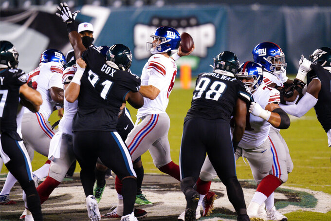 New York Giants' Daniel Jones passes for a touchdown during the first half of an NFL football game against the Philadelphia Eagles, Thursday, Oct. 22, 2020, in Philadelphia. (AP Photo/Chris Szagola)