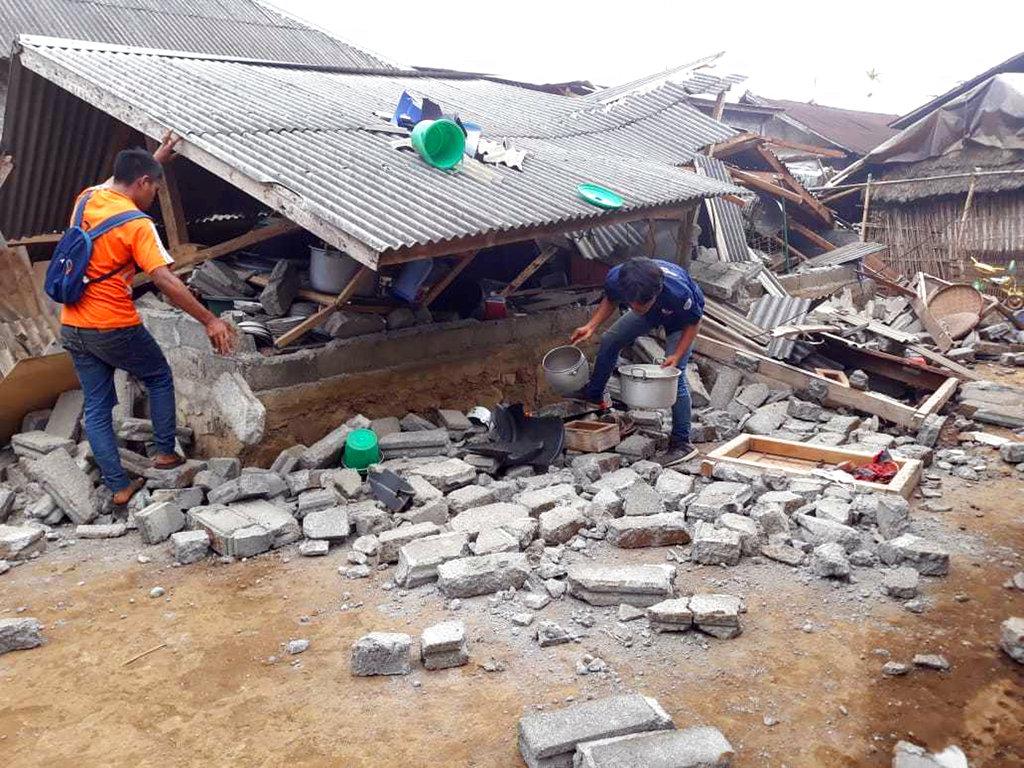 4 magnitude quake in Indonesia kills at least 10