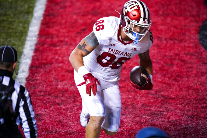 Indiana tight end Peyton Hendershot (86) scores a touchdown in the fourth quarter of an NCAA college football game against Rutgers, Saturday, Oct. 31, 2020, in Piscataway, N.J. (AP Photo/Corey Sipkin)