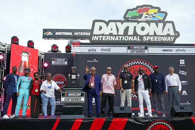 Overdue overture: NASCAR gives Scott family 1963 race trophy