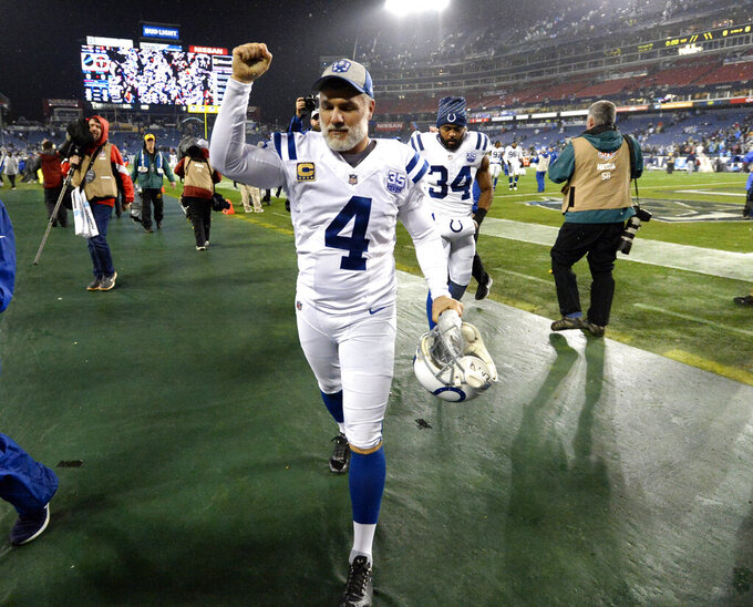 Vinatieri, 46, signs contract to play another season in Indy