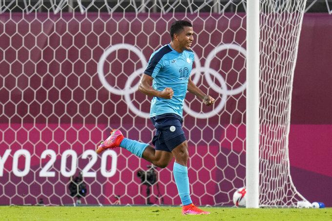 Honduras' Rigoberto Rivas celebrates scoring his side's 3rd goal against New Zealand during a men's soccer match at the 2020 Summer Olympics, Sunday, July 25, 2021, in Kashima, Japan. (AP Photo/Fernando Vergara)