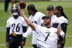 Pittsburgh Steelers quarterback Ben Roethlisberger (7) throws a pass during the team's NFL mini-camp football practice in Pittsburgh, Tuesday, June 15, 2021. (AP Photo/Gene J. Puskar)