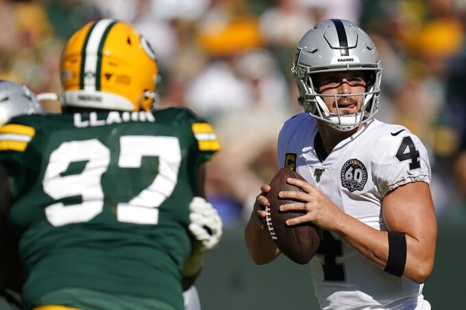 Oakland Raiders' Derek Carr throws during the first half of an NFL football game against the Green Bay Packers Sunday, Oct. 20, 2019, in Green Bay, Wis. (AP Photo/Morry Gash)