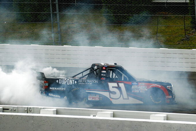 Jones dodges wrecks to win 1st career Truck race at Pocono