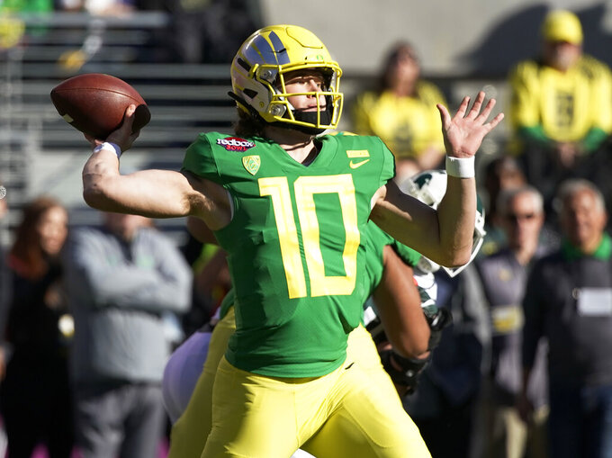 Oregon Ducks quarterback Justin Herbert (10) throws a pass during the first half of the Redbox Bowl NCAA college football game Monday, Dec. 31, 2018, in Santa Clara, Calif. (AP Photo/Tony Avelar)
