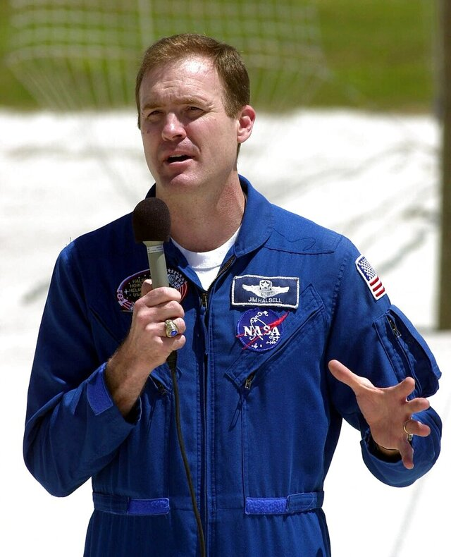 FILE - In this April 6, 2000 file photo, Space shuttle Atlantis mission commander James Halsell Jr. speaks to reporters at the Kennedy Space Center in Cape Canaveral, Fla. Lawyers for Halsell, the retired NASA astronaut charged with murder in a fatal car crash that killed two young sisters, contend tests reveal there wasn't any alcohol in his system, court documents show. Attorneys for Halsell filed a motion including the test results Thursday, Jan. 9, 2020. (AP Photo/Peter Cosgrove, File)