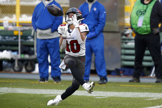Tampa Bay Buccaneers' Scott Miller makes a 39-yard touchdown pass against the Green Bay Packers during the first half of the NFC championship NFL football game in Green Bay, Wis., Sunday, Jan. 24, 2021. (AP Photo/Matt Ludtke)