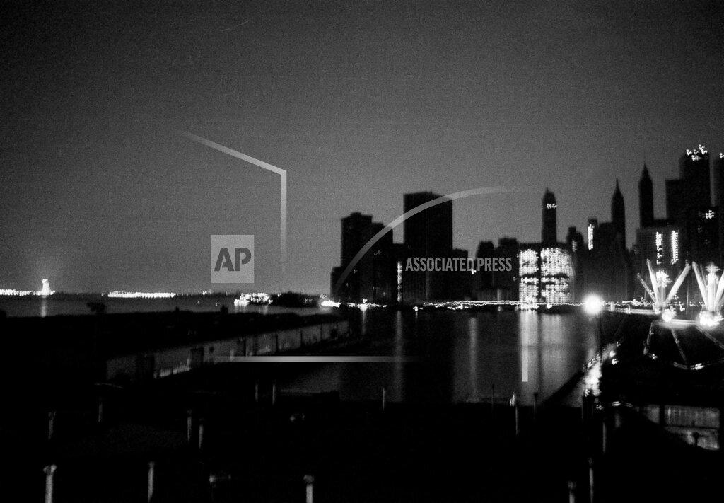 Watchf AP A  NY USA APHS456066 NYC Blackout 1977