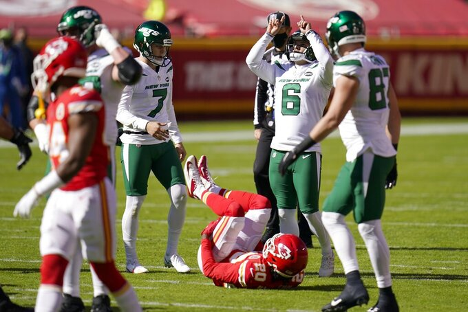 New York Jets place kicker Sergio Castillo (6) celebrates with Braden Mann (7) and Daniel Brown (87) after kicking a field goal as Kansas City Chiefs cornerback Antonio Hamilton (20) look on in the first half of an NFL football game on Sunday, Nov. 1, 2020, in Kansas City, Mo. (AP Photo/Jeff Roberson)