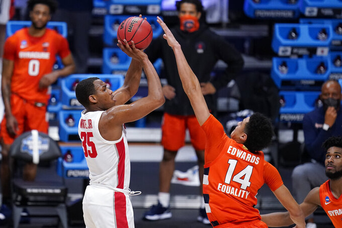 Houston forward Fabian White Jr. (35) shoots on Syracuse center Jesse Edwards (14) in the first half of a Sweet 16 game in the NCAA men's college basketball tournament at Hinkle Fieldhouse in Indianapolis, Saturday, March 27, 2021. (AP Photo/Michael Conroy)