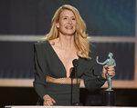 Laura Dern recibe el Premio SAG a la mejor actriz de reparto por