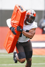 Cleveland Browns linebacker Anthony Walker runs through a drill during NFL football practice at the team's training facility Wednesday, June 2, 2021, in Berea, Ohio. (AP Photo/Ron Schwane)