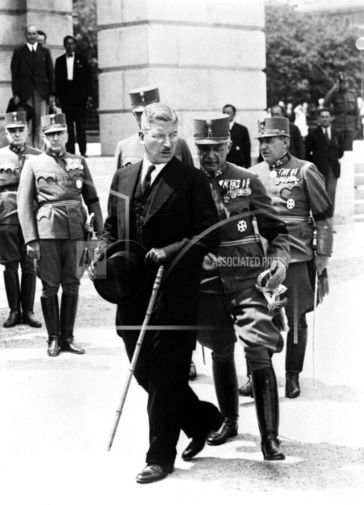Watchf AP I   AUT APHSL8 Kurt von Schuschnigg Mourns Engelbert Dollfuss 1935