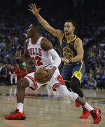 Golden State Warriors' Stephen Curry, right, guards Chicago Bulls' Kris Dunn during the first half of an NBA basketball game Friday, Jan. 11, 2019, in Oakland, Calif. (AP Photo/Ben Margot)