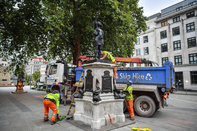 Contractors prepare to remove the statue