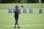 Baltimore Ravens quarterback Lamar Jackson catches a football during practice at the team's NFL football training facility in Owings Mills, Md., Wednesday, June 12, 2019 (AP Photo/Gail Burton)