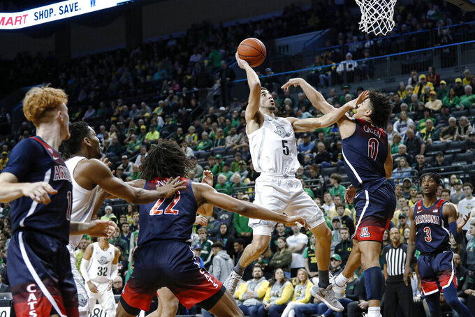 Oregon guard Chris Duarte shoots against Arizona guard Josh Green during the first half of an NCAA college basketball game Thursday, Jan. 9, 2020, in Eugene, Ore. (AP Photo/Thomas Boyd)